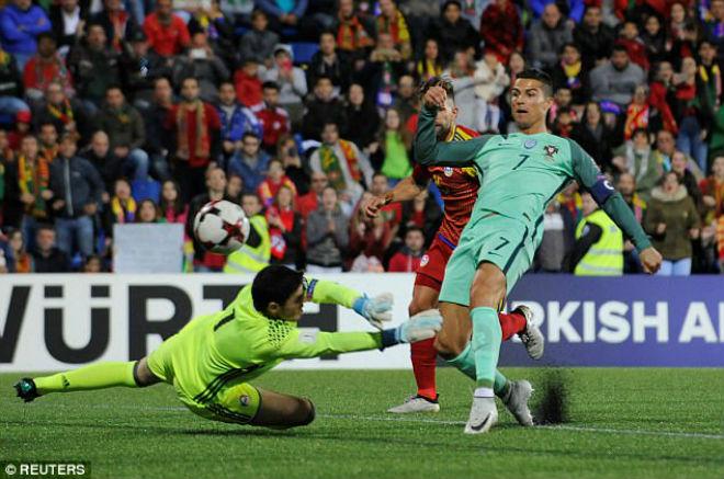 """Ronaldo cứu Bồ Đào Nha, """"Vua ghi bàn"""" vòng loại World Cup - 1"""
