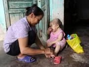 Tin tức trong ngày - Xót xa người mẹ già gần 3 thập kỷ chăm sóc đứa con không bao giờ lớn