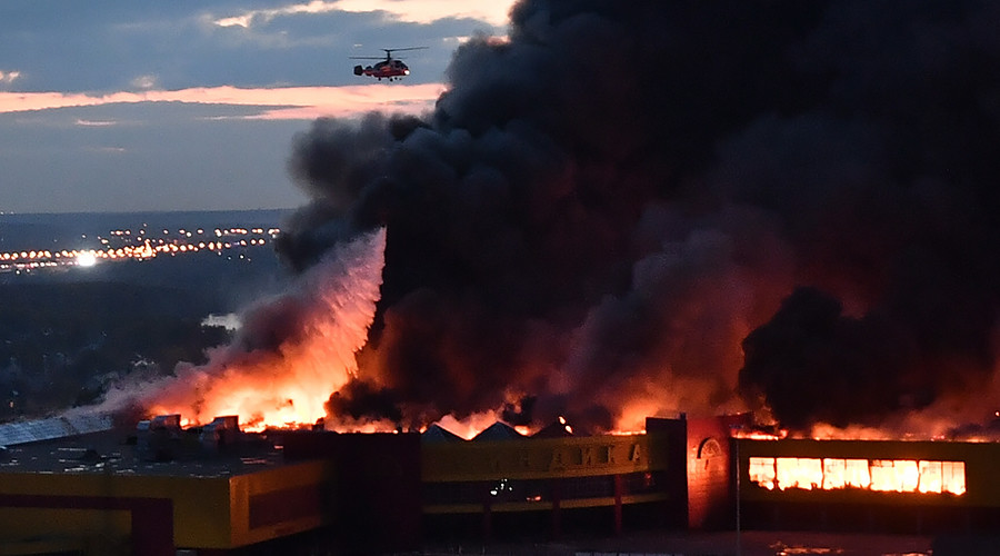 Cháy chợ khủng khiếp ở Nga, bầu trời như tận thế - 1