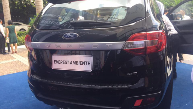 Ford Everest sắp thêm bản số sàn ở Việt Nam, giá dưới 1 tỷ - 2