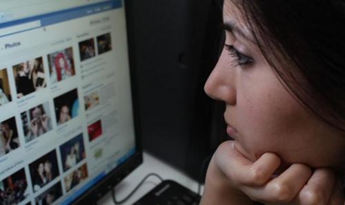 """Chuyên gia chỉ cách """"cai nghiện"""" Facebook để không... nhập viện tâm thần - 1"""