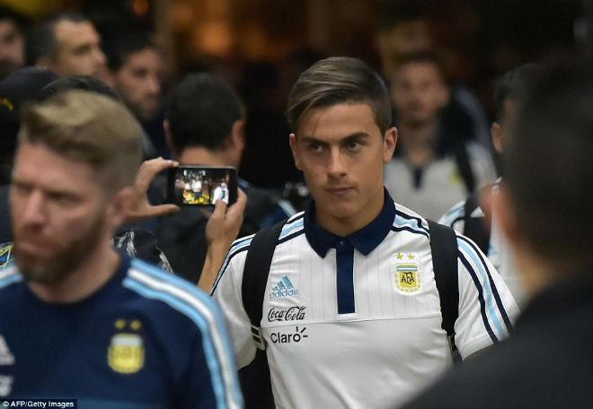 Messi tái mặt sợ lỡ World Cup, Neymar mời rượu Ronaldo - 3