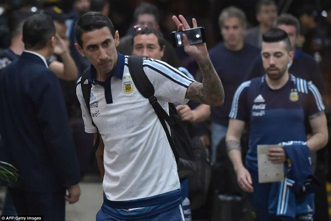 Messi tái mặt sợ lỡ World Cup, Neymar mời rượu Ronaldo - 6
