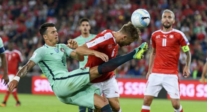 Quả bóng Vàng 2017: Ronaldo đấu 29 SAO, sợ mỗi Messi 46 bàn - 4