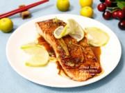 Bữa tối sang chảnh với cá hồi áp chảo sốt bơ chanh