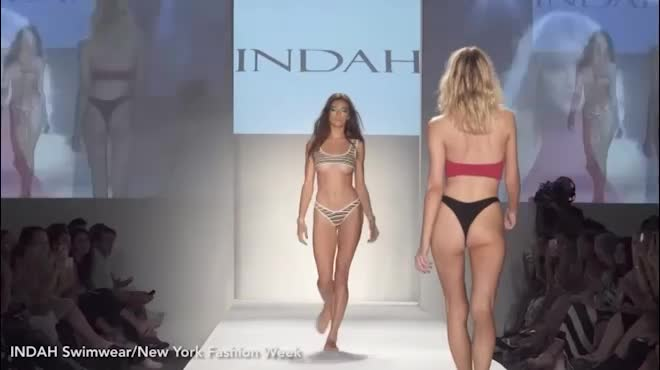 Thót tim vì người mẫu mặc bikini ngắn khó tin khi diễn