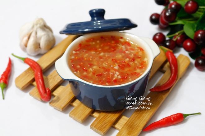 Bí quyết làm nước chấm chua ngọt sánh đặc, thơm lừng ăn món nào cũng ngon - 1
