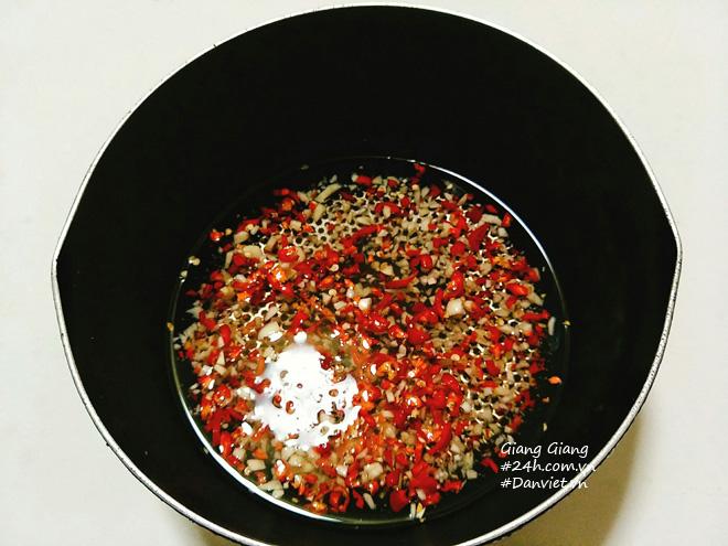 Bí quyết làm nước chấm chua ngọt sánh đặc, thơm lừng ăn món nào cũng ngon - 4