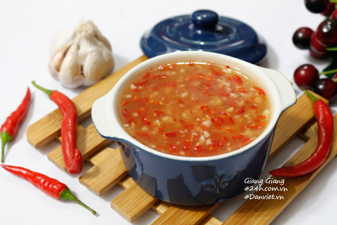 Bí quyết làm nước chấm chua ngọt sánh đặc, thơm lừng ăn món nào cũng ngon - 7