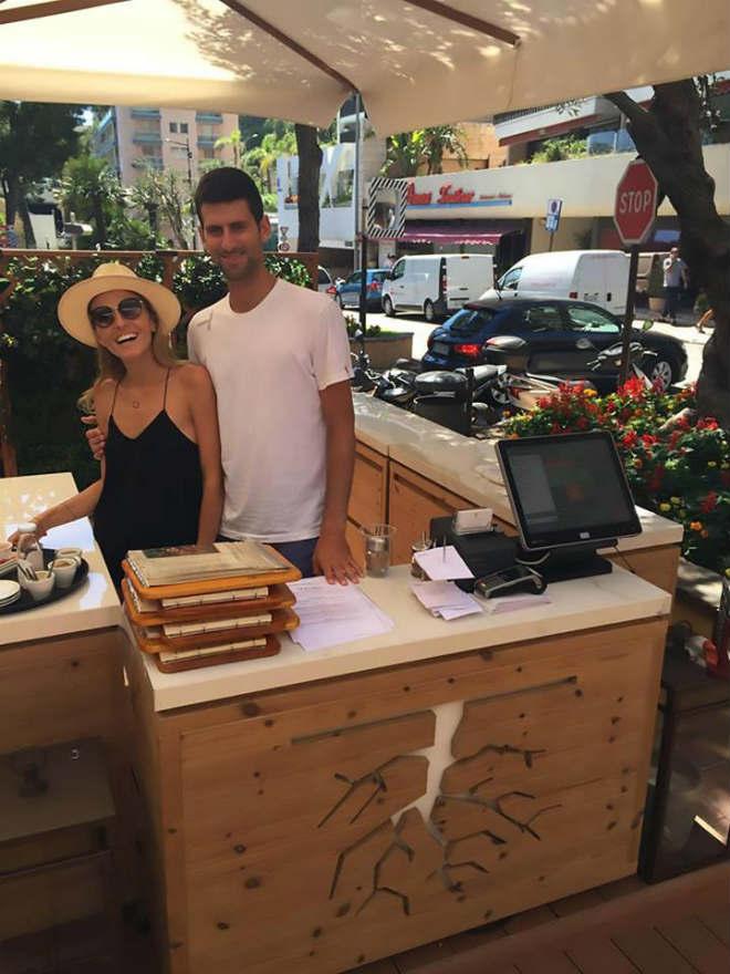 """Mặc kệ Nadal """"trên đỉnh"""", Djokovic giải sầu bằng việc mở nhà hàng từ thiện 2"""