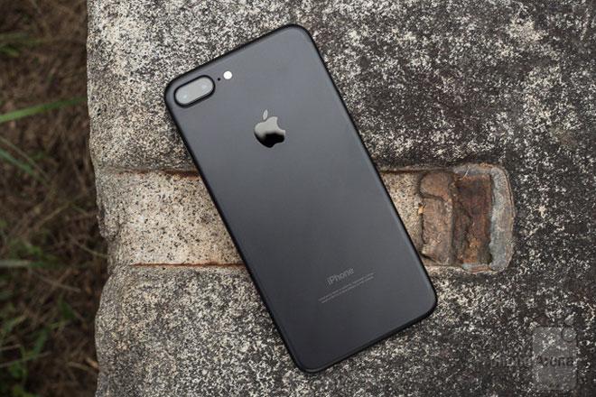 iPhone 8 về giá ổn định, rẻ hơn mua tại Singapore 1.6 triệu - 2