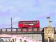 """Video cảnh nổ xe bus phim  """" Kẻ ngoại tộc """"  khiến người dân khiếp sợ"""