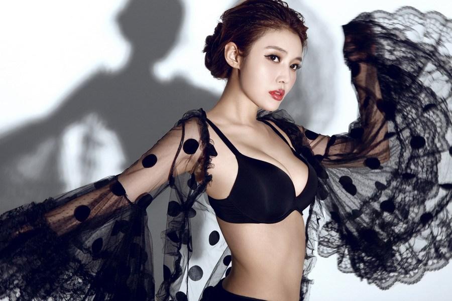 """3 mẫu nữ Trung Quốc bị đồn """"đi khách"""" giá cao, lừa tình đại gia - 3"""