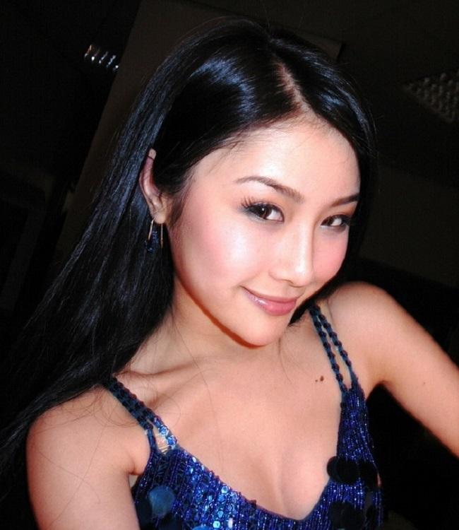 """3 mẫu nữ Trung Quốc bị đồn """"đi khách"""" giá cao, lừa tình đại gia - 11"""