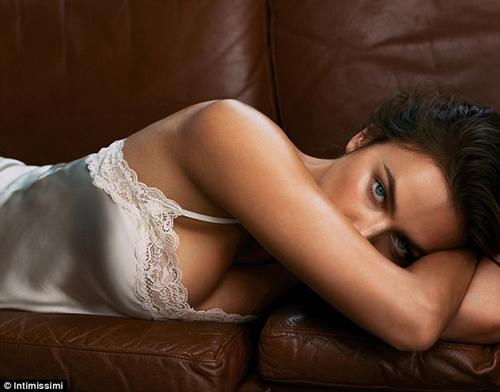 """""""Mẹ bỉm sữa"""" Irina Shayk lấy lại dáng sexy nhanh khó tin sau sinh - 1"""