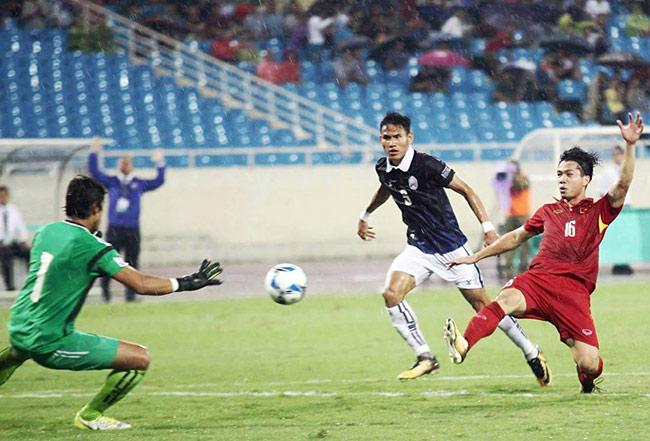 """Công Phượng thắng """"Messi Campuchia"""": Ngập tràn lời khen, đừng quen ảo tưởng - 1"""