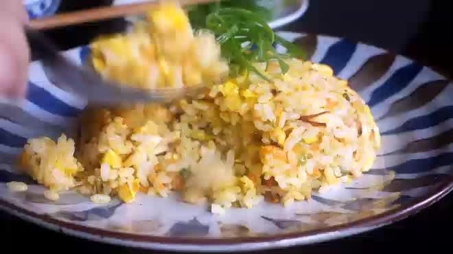 Tuyệt chiêu làm món cơm rang vàng ruộm siêu ngon cho bữa sáng