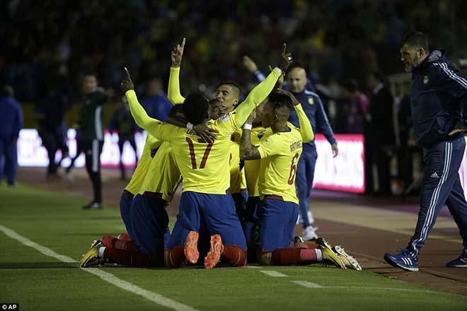 Messi cứu Argentina: World Cup còn vương nợ, Ronaldo lo mất Bóng vàng 1