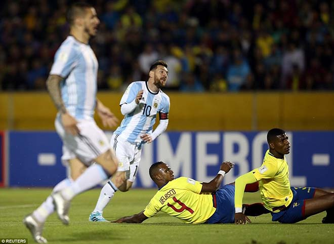 Messi cứu Argentina: World Cup còn vương nợ, Ronaldo lo mất Bóng vàng 2