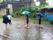 Nóng 24h qua: Nữ Chủ tịch phường đứng bè tre để dân kéo  đi chống lụt  lên tiếng