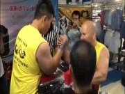 """"""" Ông trùm """"  vật tay Việt: 45 tuổi hạ cao thủ mới 18, nặng 102kg"""