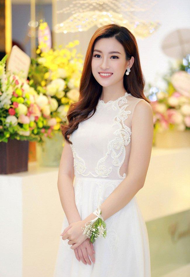 Váy xẻ khoe chân thon dài của Huyền My đẹp nhất tuần - 5