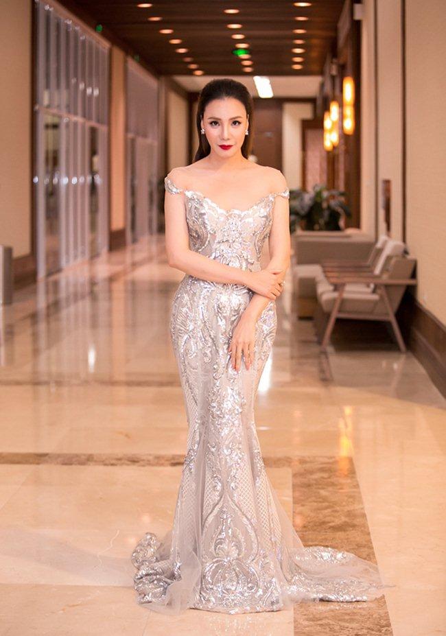 Váy xẻ khoe chân thon dài của Huyền My đẹp nhất tuần - 4