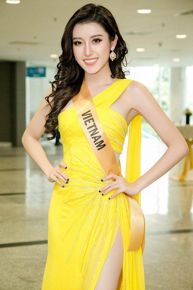 Váy xẻ khoe chân thon dài của Huyền My đẹp nhất tuần