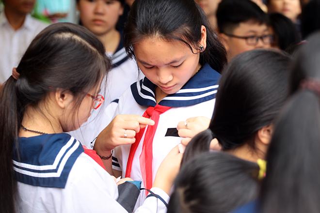 Mưa nước mắt tiễn biệt thầy Văn Như Cương về nơi an nghỉ - 4