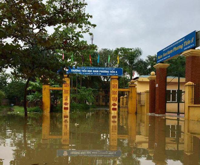 Hà Nội: Vỡ đê sông Bùi 2, hàng trăm nhà dân chìm trong biển nước - 4