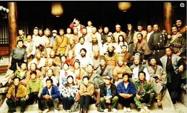 Những hình ảnh hiếm của đoàn làm phim Thủy Hử 1998 - ảnh 1