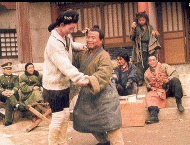 Những hình ảnh hiếm của đoàn làm phim Thủy Hử 1998 - ảnh 9