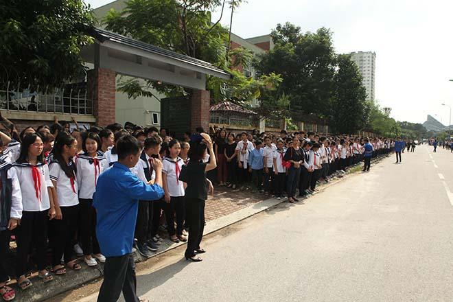 Hàng nghìn người bật khóc hát từ biệt PGS Văn Như Cương lần cuối - ảnh 1