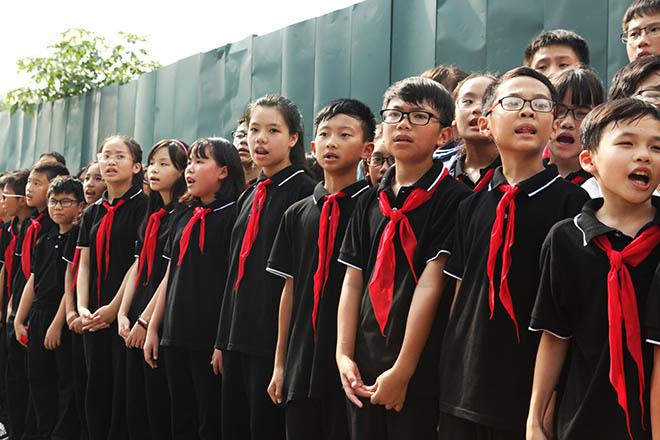 Hàng nghìn người bật khóc hát từ biệt PGS Văn Như Cương lần cuối - ảnh 3