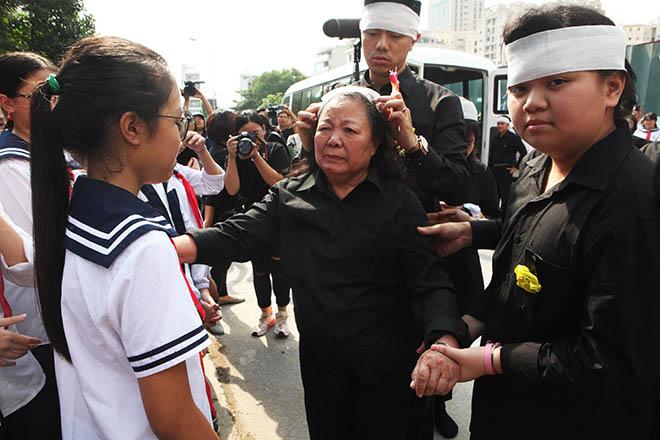 Hàng nghìn người bật khóc hát từ biệt PGS Văn Như Cương lần cuối - ảnh 4