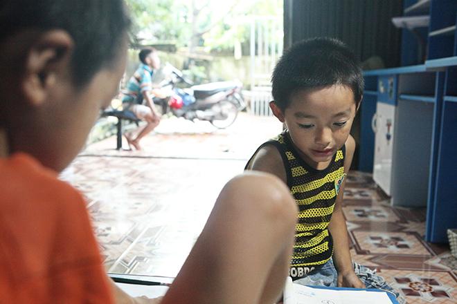 Ảnh - Clip: Đôi chân diệu kì của cậu bé 7 tuổi không tay - ảnh 2