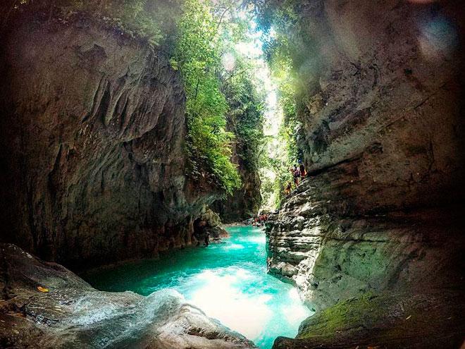 Dạo chơi thác nước đẹp như tiên cảnh ở Philippines - ảnh 3