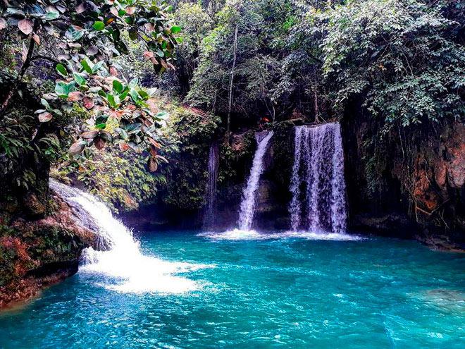 Dạo chơi thác nước đẹp như tiên cảnh ở Philippines - ảnh 1
