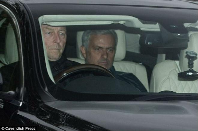 """MU đại chiến Liverpool: Ibra tái xuất, Mourinho """"khinh địch"""" - 8"""