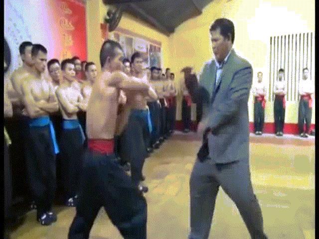 """Công phu lợi hại hơn """"võ điện"""" Huỳnh Tuấn Kiệt, báo Tây """"giật mình"""""""