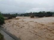 Tin tức trong ngày - Nóng: Nước sông dâng cao kỉ lục, miền Bắc tiếp tục mưa lớn