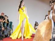 Thời trang - Váy xẻ khoe chân thon dài của Huyền My đẹp nhất tuần