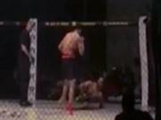 """MMA độc nhất tuần:  """" Giả chết """"  bay người hạ đối thủ như phim"""