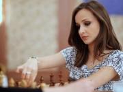 Loạn nhịp tim: Nữ kiện tướng cờ vua đẹp kiêu sa, hút hồn phái mạnh