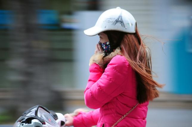 Cuối tuần này, miền Bắc đón đợt gió lạnh đầu mùa cường độ mạnh - 1