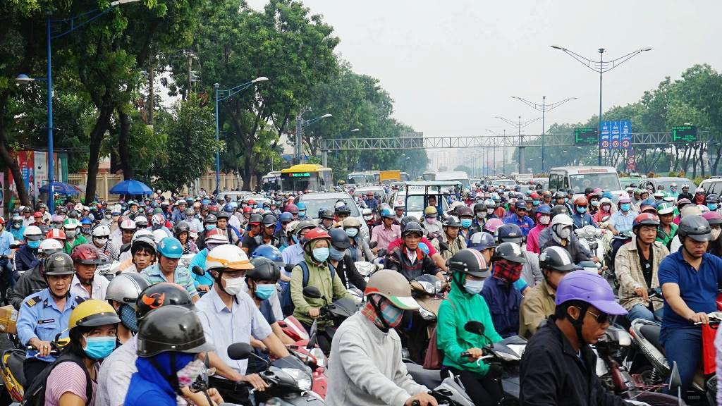 """Ngập nước kẹt xe bủa vây, người Sài Gòn như hóa điên vì """"chôn chân"""" trên đường - ảnh 16"""