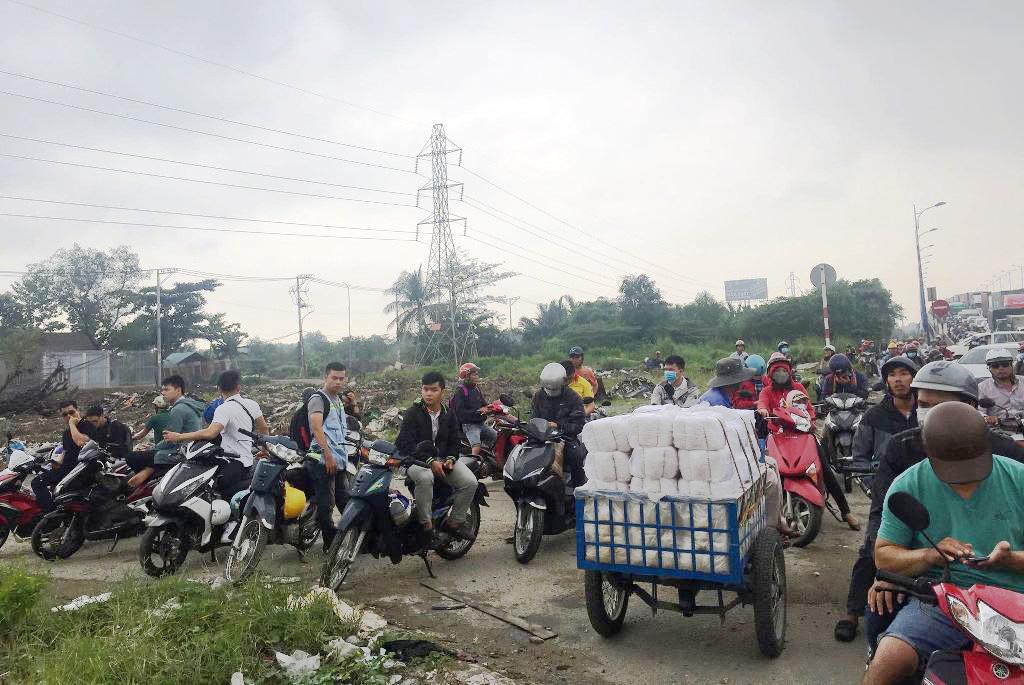 """Ngập nước kẹt xe bủa vây, người Sài Gòn như hóa điên vì """"chôn chân"""" trên đường - ảnh 18"""