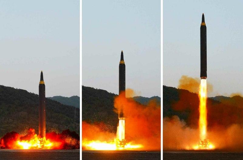 Triều Tiên nói sắp đặt tay lên nút bấm bắn loạt tên lửa vào đảo Guam - ảnh 1