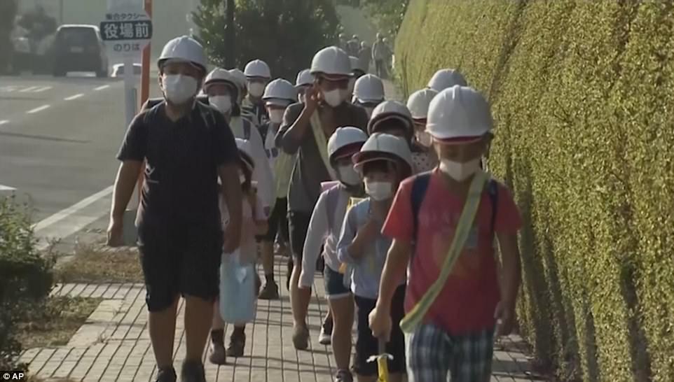 Núi lửa Nhật Bản thức giấc, phun khói độc cao 1.700 mét - ảnh 2