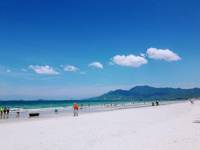 """Ở Nha Trang có một bãi biển đẹp """"thần sầu"""", chẳng kém gì Hawai - 1"""